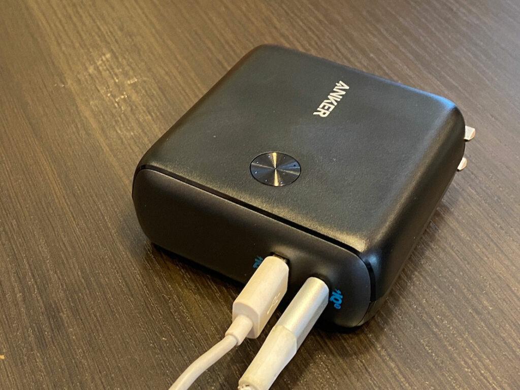コンセントに直結できる10000mAhの大容量モバイルバッテリーが便利!