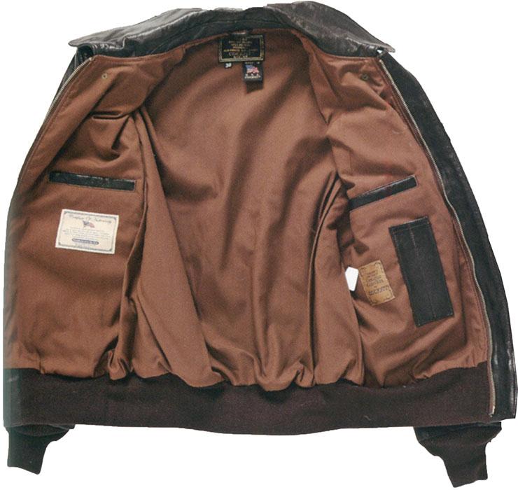 現行版A-2最大の特徴が胸の左右に内ポケットが追加された点