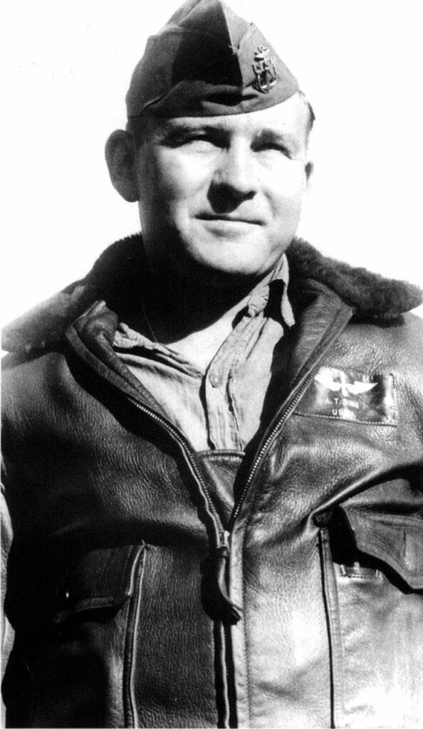 G-1ジャケットを着たアメリカ海軍の兵曹長(Chief Petty Officer)